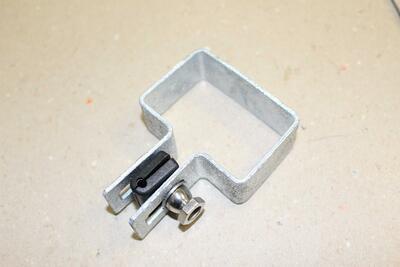 Koncová objímka na sloupek, pozink,  60x40 mm, pro 2D i 3D plotové dílce - 1