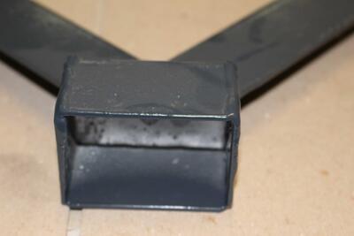 Y bavolet - držák, antracit, 60x40 mm, poplastovaný pvc pro uchycení žiletkového drátu nebo ostnatého drátu - 2