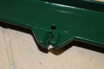 Jednostranný bavolet - držák, 48 mm, poplastovaný PVC, pro uchycení žiletkového drátu nebo ostnatého drátu na plotový sloupek - 2