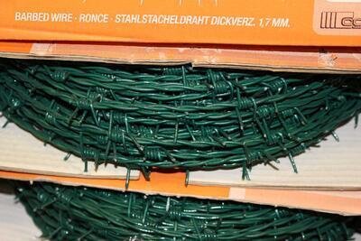 Ostnatý drát na plot, poplastovaný PVC, délka 100 m, drátu 2,0 mm - 2